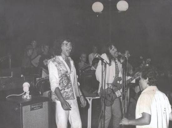 """1982 ST AYGULF.Raymond et Alain bassiste et spécialiste des voix """"hauts perchées""""!"""